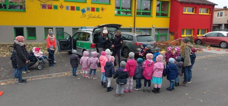Die Polizei zu Besuch beim Kath. Kindergarten St. Jakobus Kirchschönbach